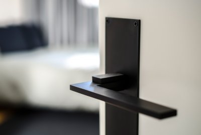 DOOR HANDLE WITH BACKPLATE PLAIN <br> BLACK ALUMINIUM